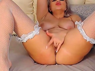 Cute Big Ass Curvy Chick Playing Her Pussy